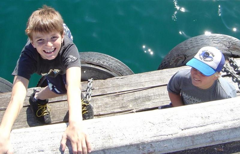 釣りを楽しんでいた子供たち